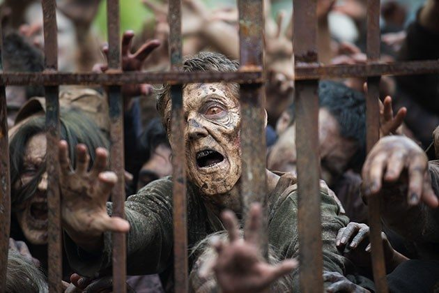 WALKING DEAD Walkers Close in on Alexandria