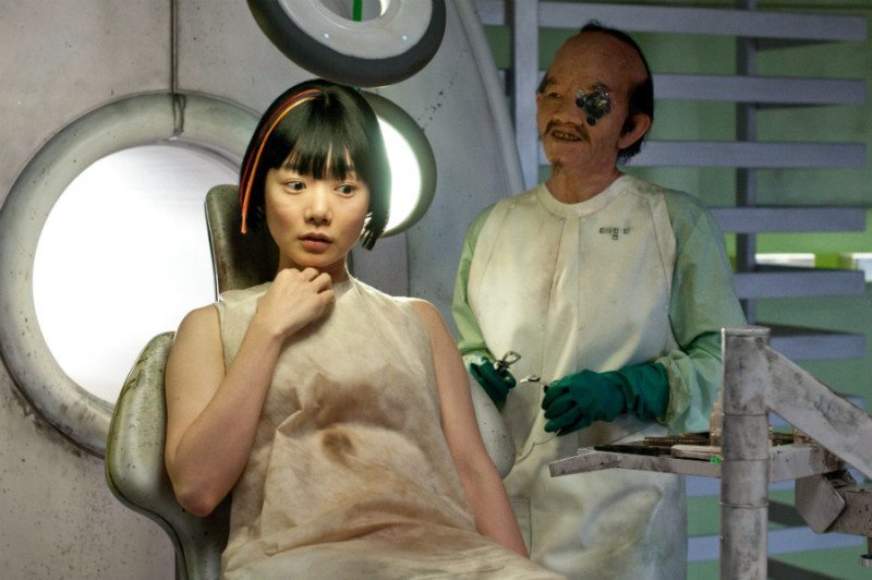 Bae Doona as Sonmi and Halle Berry as Ovid - Cloud Atlas