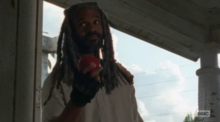5-things-you-might-have-missed-in-the-walking-dead-episode-2-the-well
